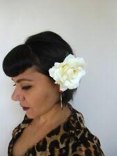 Grosse fleur rose blanc laiteux pince clip cheveux broche coiffure rétro pinup