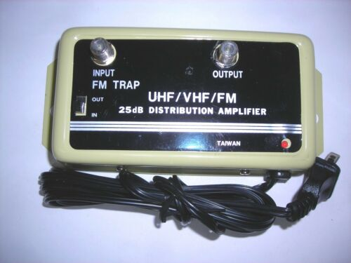 NEW  VHF/UHF Signal Distribution Amplifier 25 dB CEI with FM Trap switch 5E1-110