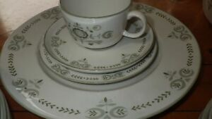 Vintage Dinnerware Set Heritage by FRANCISCAN Pottery circa 1960 EUC Serving Bow