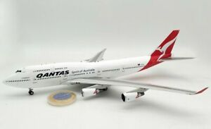 INFLIGHT200 BOEING 747-400 QANTAS VH-OEE with stand ,and collectors coin