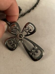 Vintage-Signed-Sarah-Coventry-Pewter-Tone-Cross-Necklace-With-Chain