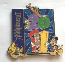 Disney Pin Badge DLR - 2011 - Mickey and Friends Goofy Donald Pluto