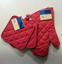 (NEW) 3 Pcs - OVEN MITT & Pot Holders Set - New with Tags - 100% Cotton - 3 Red