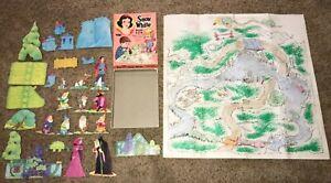 1967-Snow-White-Play-Fun-Punchout-Coloring-Game-Set-Whitman-Walt-Disney-Rare
