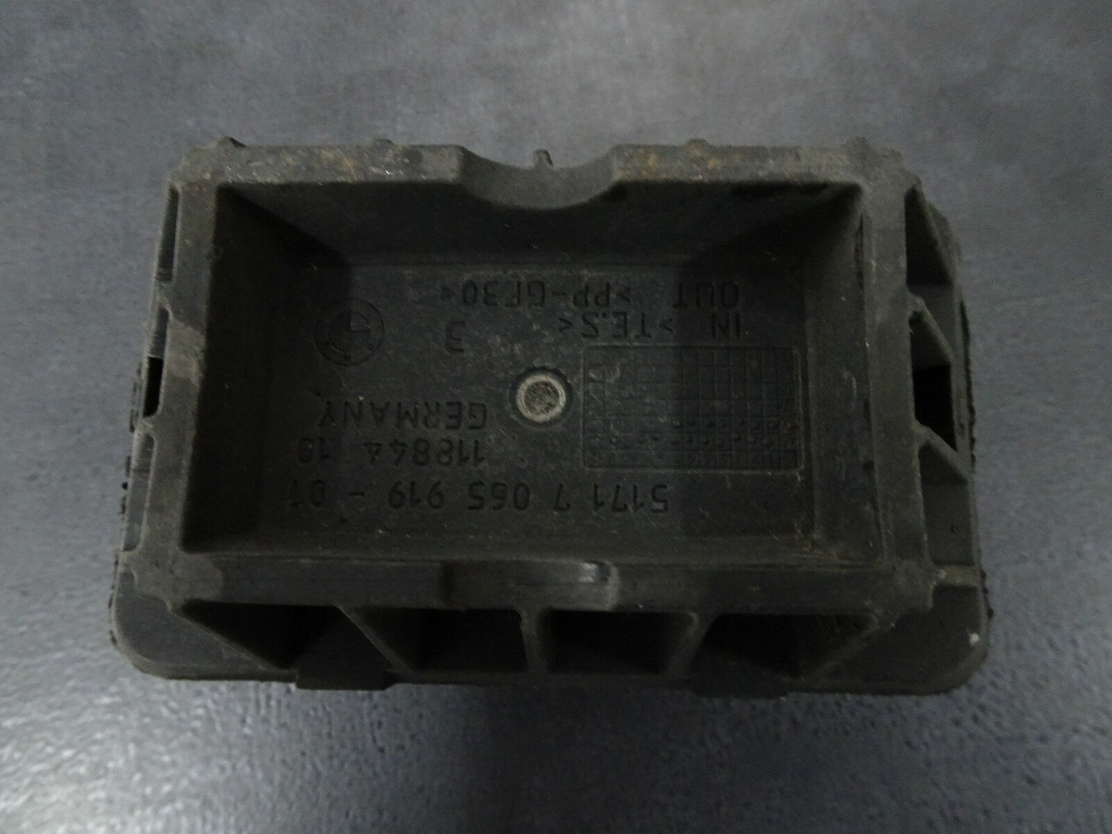 Ø30 x 30mm M8 Typ A Gummipuffer Schwingungsdämpfer Gummi-Metall-Puffer GMP A