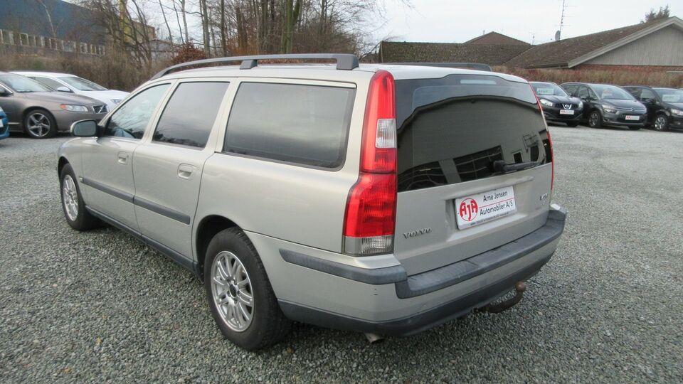 Volvo V70 2,4 140 Kinetic Benzin modelår 2004 km 272000