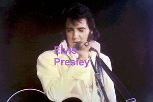 ELVIS-PRESLEY-IN-BLUE-RAINBOW-SUIT-WITH-GUITAR-BY-BOB-HEIS-ORIGINAL-PHOTO-CANDID
