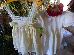 lot2robes-blanches-pour-bebe-ou-poupee-ancienne40-45cm-une-en-soie-et-bon-etat