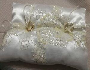 Cuscini Matrimonio Fedi.Cuscino Portafedi In Seta E Raso Bianco Cristallo Nozze Fedi