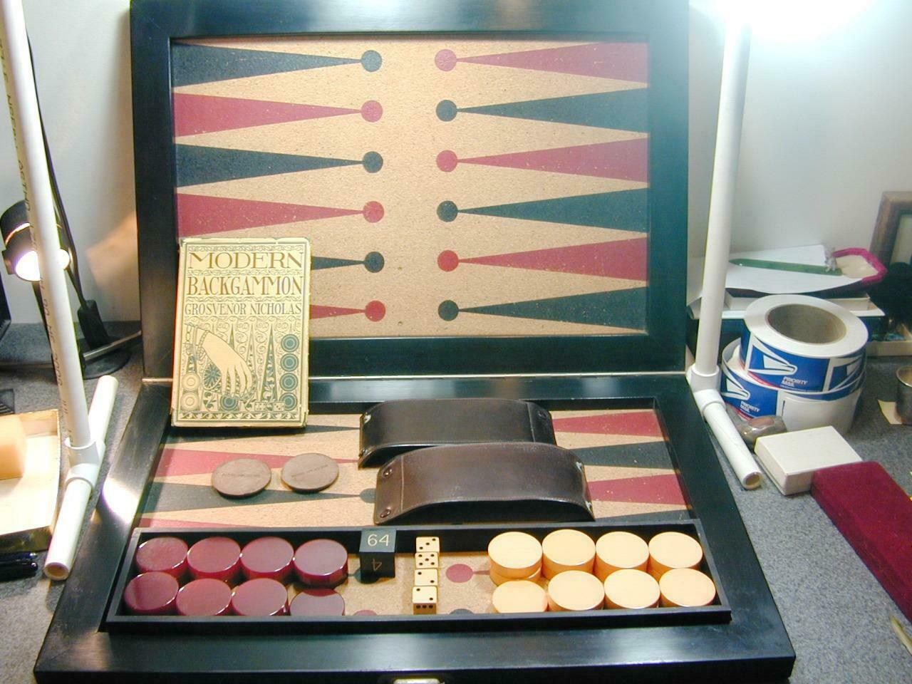 Antiguo torneo de backgammon Set clic clac 1.75  verificadores de Color amarillo crema rojo profundo