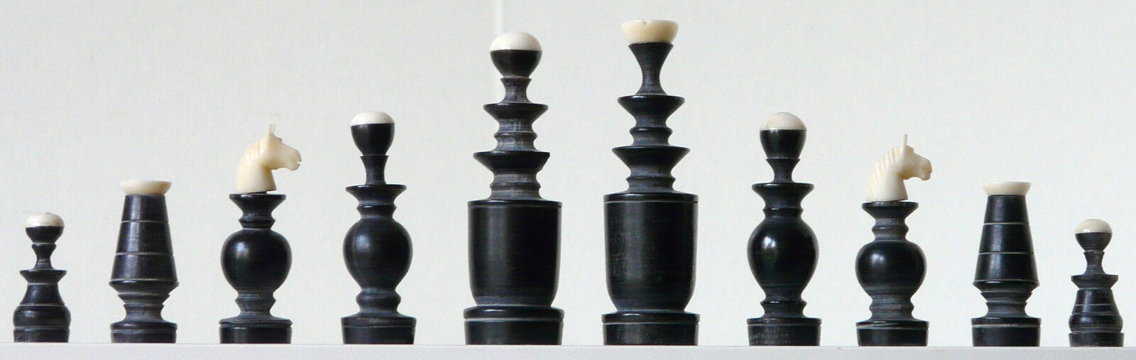 Stylish Regence Chess Set in Horn natural  K = 72mm