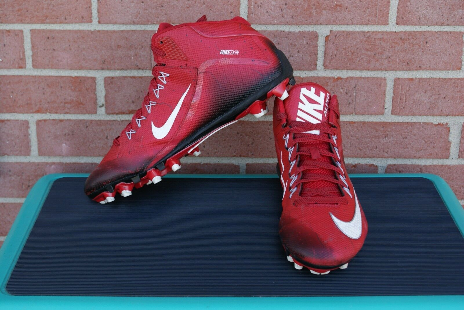 Nike Alpha Men's Red/Black/White Football Cleats Size 13