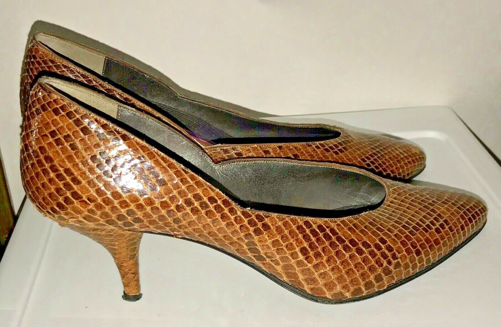 Susan Bennis Brown Snakeskin shoes 8 1 2 B Original Owner Runs Small Fits 8