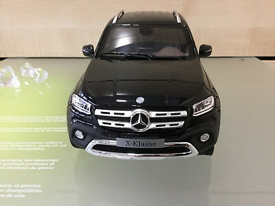 Mercedes-Benz 1:18 Modellauto X-Klasse Premium-Pickup schwarz