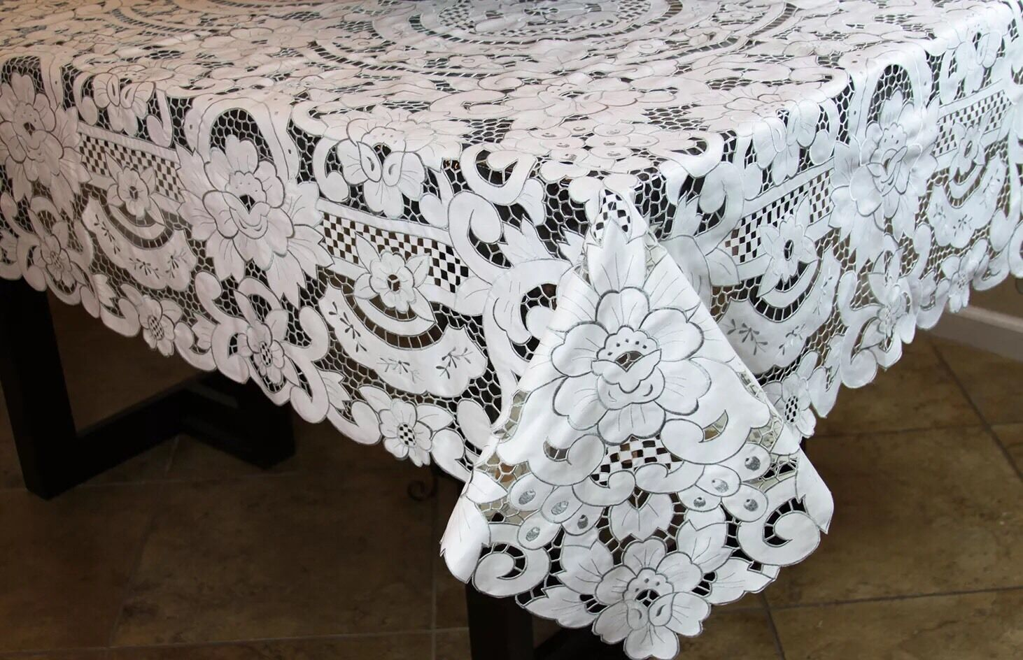 Elegantlinen Embroiderouge Embroidery Floral Full Cutwork Tablecloth Napkin 72x126