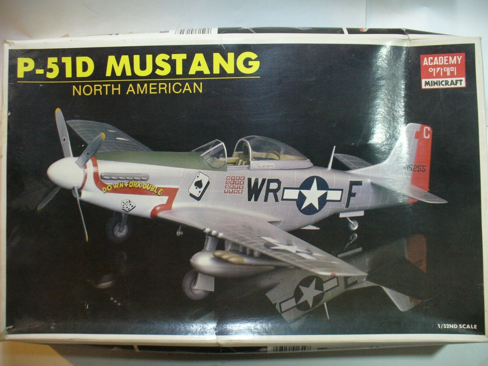 P-51D MUSTANG  1 32 Accademy  scatola 41,5x26x6 cm
