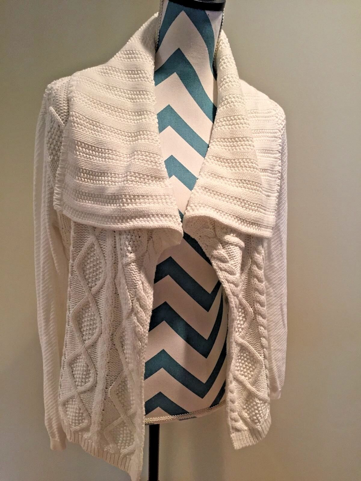 CAbi Women's Size Medium White Cable Sweater Open Front Style Never worn