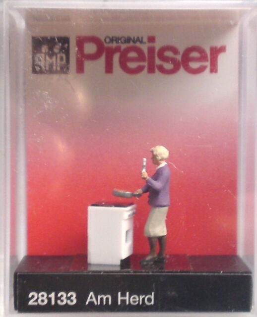 Preiser 28133 'At The Stove' 00/H0 Model Railway