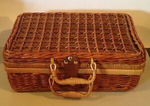 Jungle Chic WICKER Rattan BASKET Picnic Storage Case Leather/ Brass Latch NEW