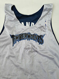 3bfeae7681bd4 ... RARE-MAILLOT-BASKET-ENTRAINEMENT-NBA-JERSEY-TIMBERWOLVES-SIGNE-
