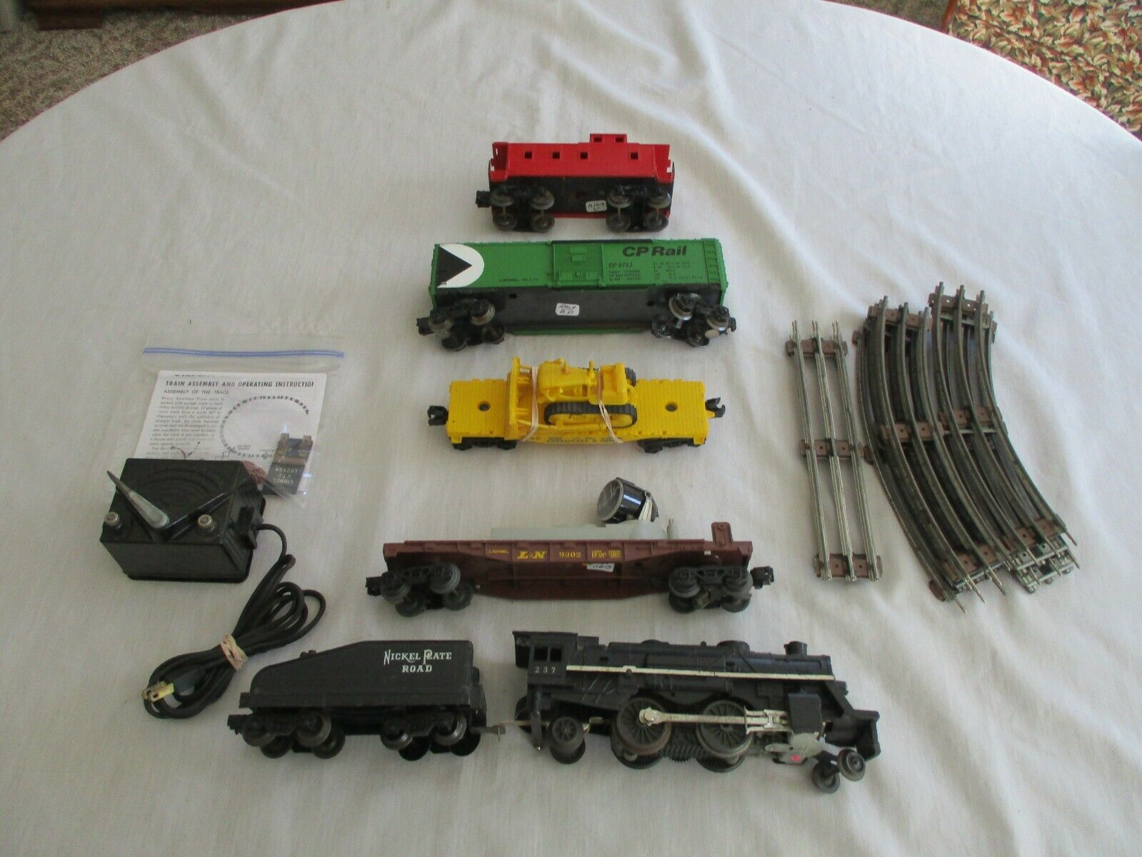 1  LIONEL  4 CAR FREIGHT TRAIN SET., SCOUT LOCO WITH SMOKE AND HEADLIGHT. EXCELL