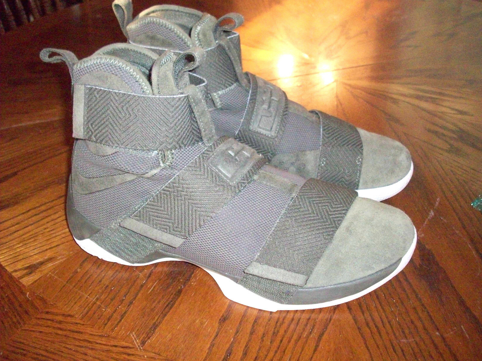 0524061c053 NIKE LEBRON LEBRON LEBRON JAMES SHOES SOLDIER MENS SIZE 10 SUEDE CARGO  KHAKI GREEN 911306-