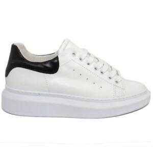 Sneakers-uomo-bassa-in-vera-pelle-vitello-bianco-e-fortino-nero-con-fondo-alto-m