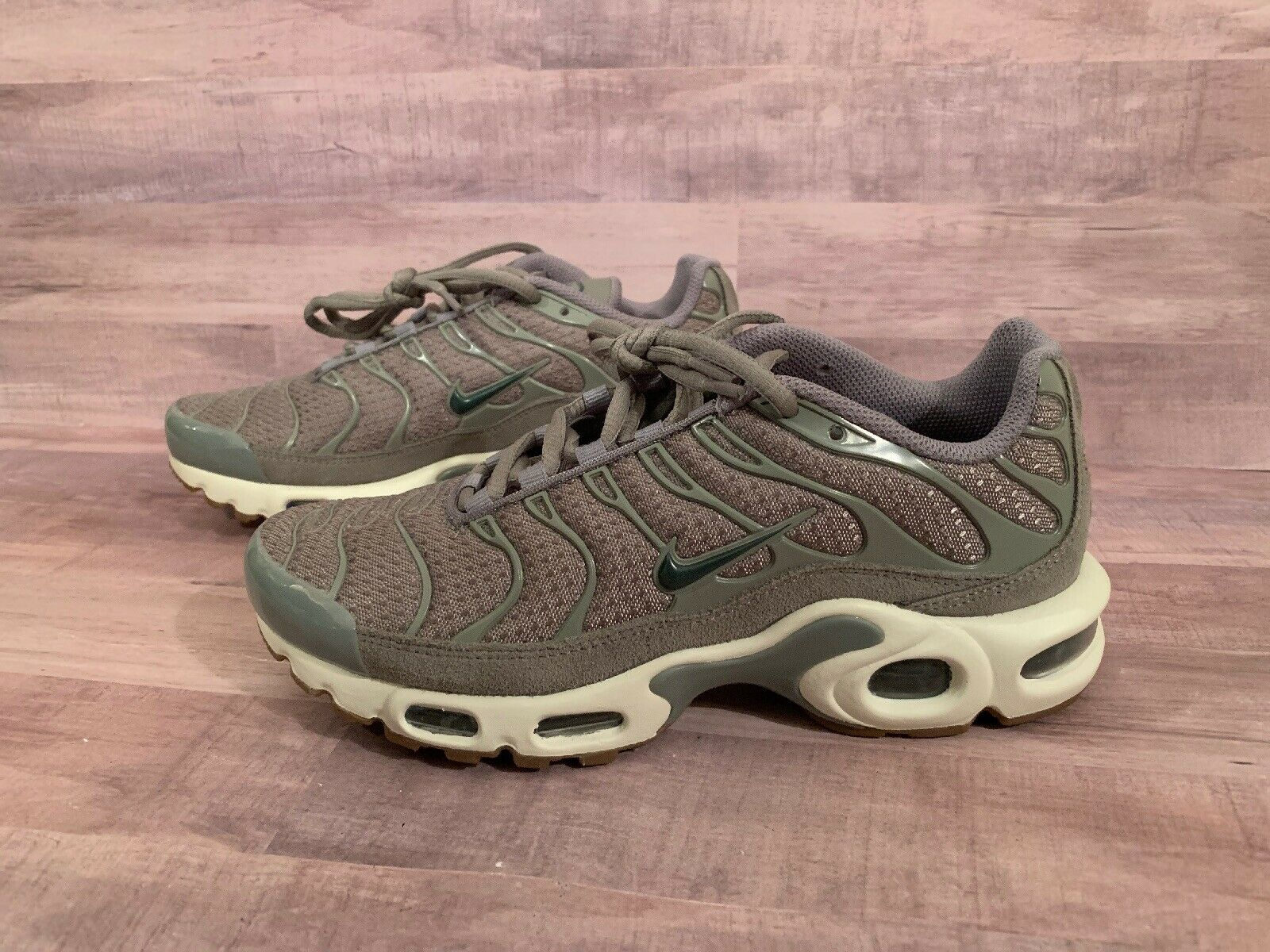 Nike Tn Air Max Plus Dark Stucco Vintage Green Sail Running 605112-053 Women's 7