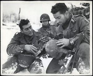 1945-WWII-290th-Infantry-75th-Div-GI-Shot-thru-Helmet-Type-1-Original-Photo