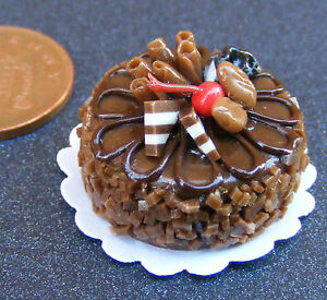 1-12-Scale-Round-Cake-With-Chocolate-Icing-Dolls-House-Miniature-Accessory-NC78