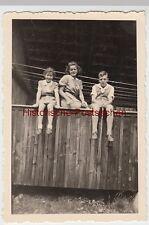 (F7624) Orig. Foto Ettmannsweiler, Frau und Kinder sitzen auf einer Brüstung 194