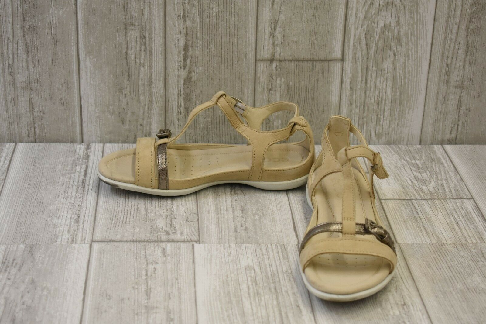 ECCO Flash Buckle Leather Flat Sandals, Women's Size 6-6.5, Powder Warm Grey