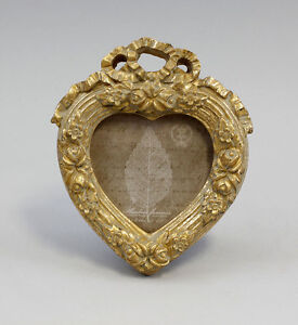 9937015-Small-Picture-Frame-Heart-Shaped-Frame-Heart