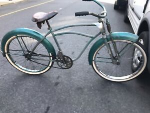 1940's PRE-WAR MONARK SILVER KING) BICYCLE. SUPER RARE FROM THE ERA