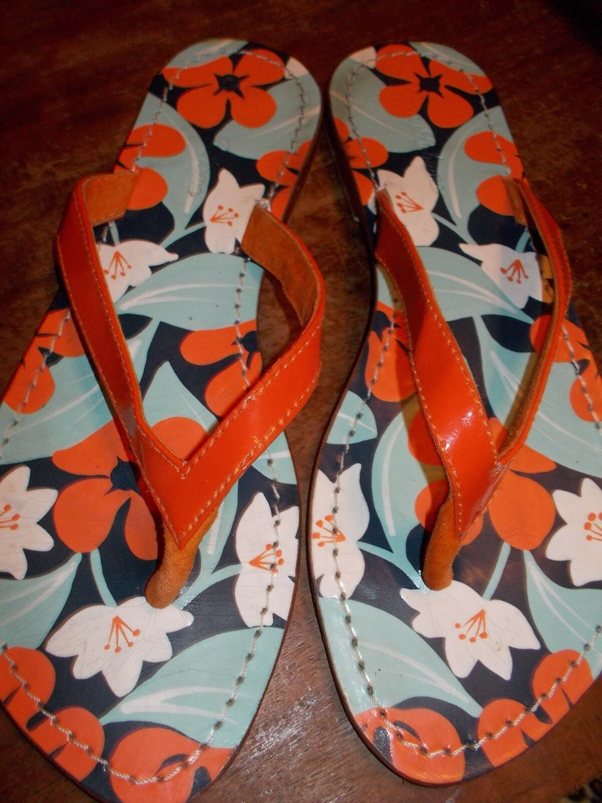Tommy Bahama LEATHER FLORAL 7 FLAT LEATHER SANDALS SIZE 7 FLORAL d85bc4