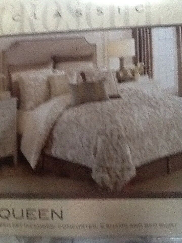 Croscill Madeline queen comforter set, NEW,  420 Retail