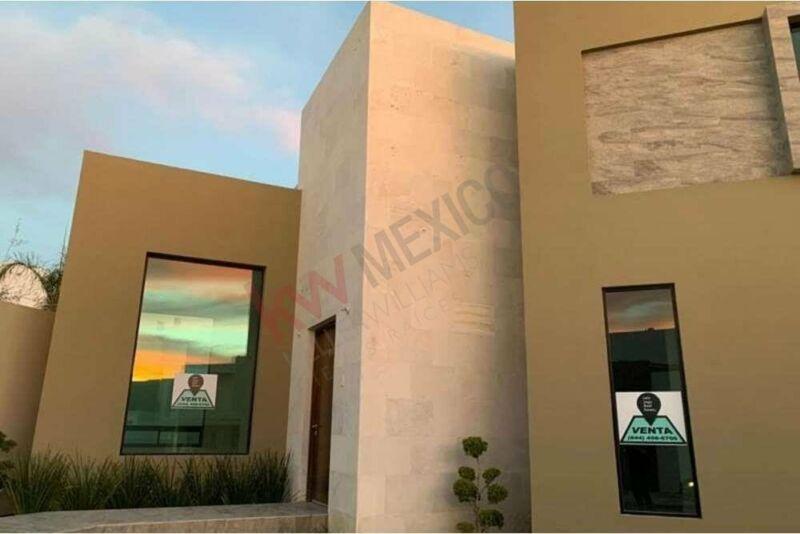 Moderna Casa Residencial en Venta, al Norte de la Ciudad, Saltillo, Coahuila