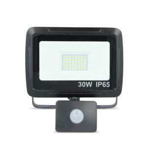 LED-SMD-Flutlicht-Fluter-Strahler-mit-Bewegungsmelder-PIR-30W-2400-lm-IP65