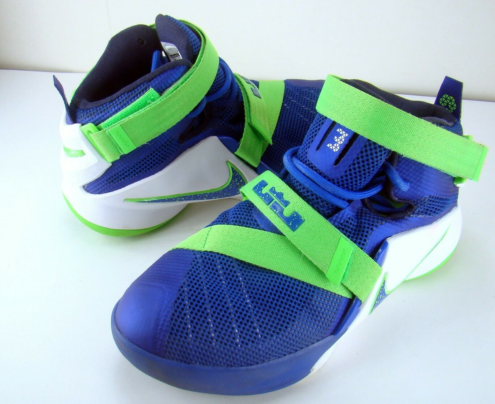 nike blue green shoes
