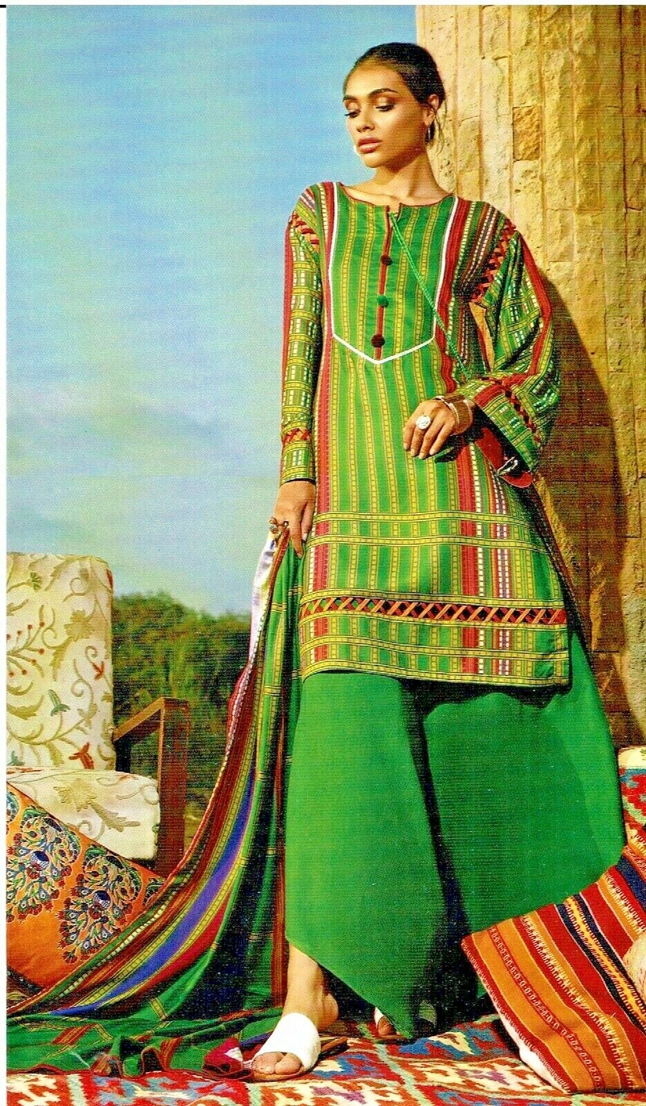 ORIGINAL GUL AHMED PRINTED TWILL WINTER COLLECTION 3 PCS UNSTITCHED SUIT LT-26