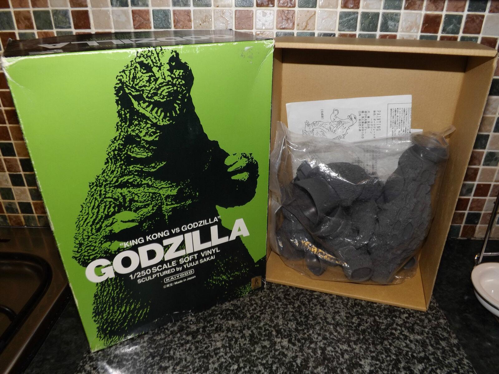 Kaiyodo japan king kong vs Godzilla unused 1962 sealed  SOFT VINYL CONSTRUCTION