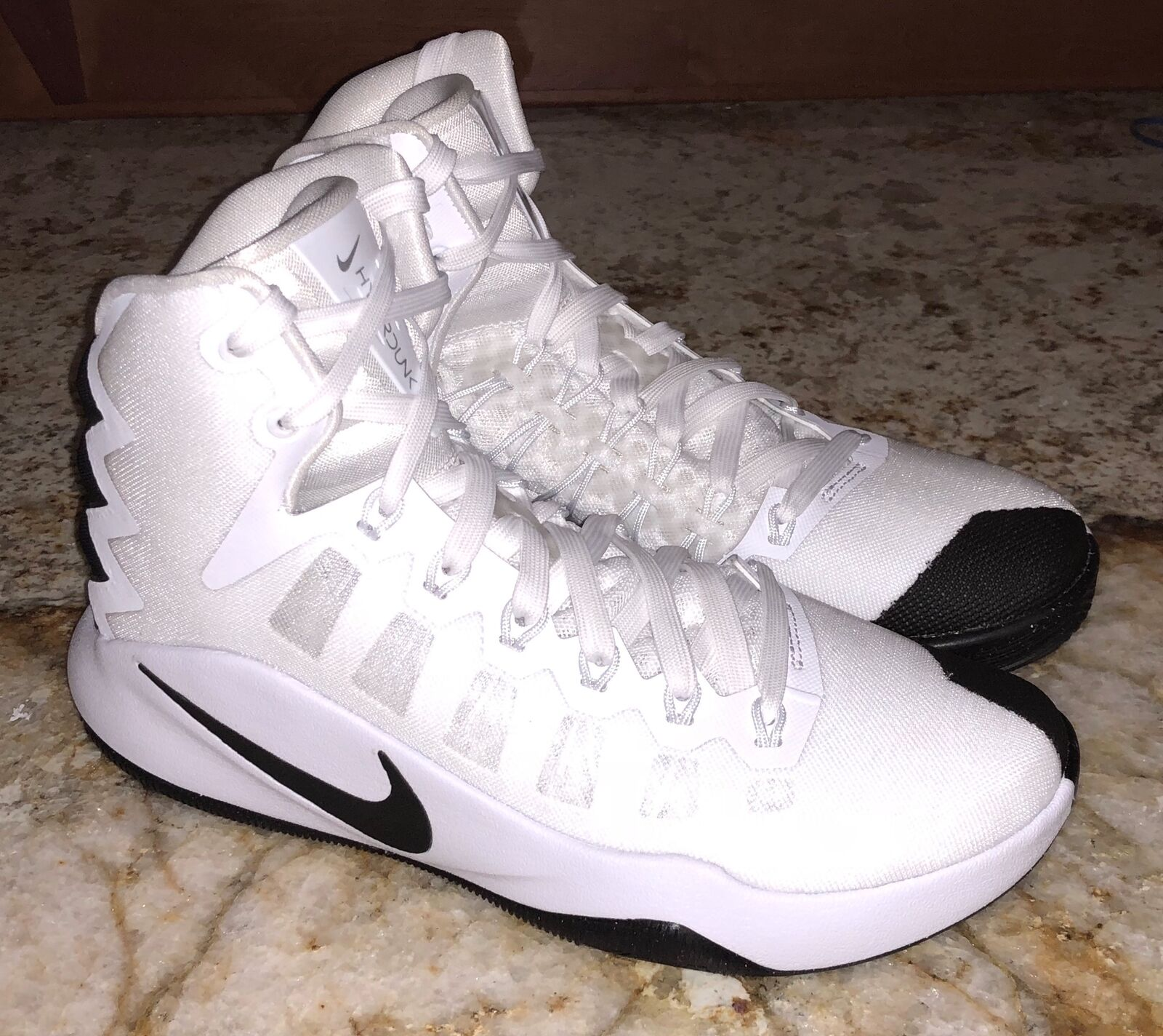 NIKE Hyperdunk 2016 White Black Basketball shoes Sneakers Womens Sz 5.5 6