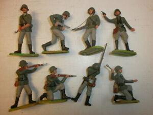 Konvolut-8-alte-Elastolin-Kunststoff-Soldaten-zu-7-5cm-kaempfende-Wehrmacht