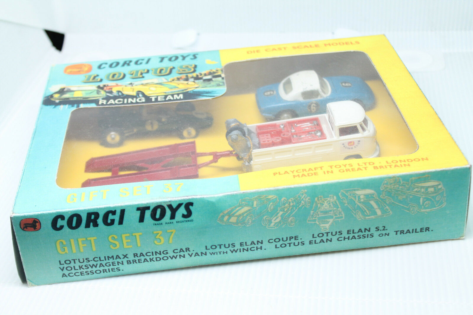 CORGI TOYS  LOTUS Racing Team  Gift Set 37