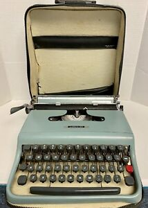 Vintage OLIVETTI Underwood LETTERA 32 Typewriter & Original Case. FOR PARTS