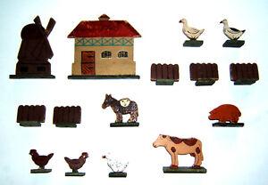 Konvolut-15-St-Haus-Widmuehle-Zaeune-Gaense-Esel-Huehner-Schwein-Pappfiguren