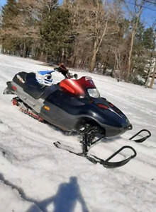 Arctic cat 800efi with papers runs amazing and has new track