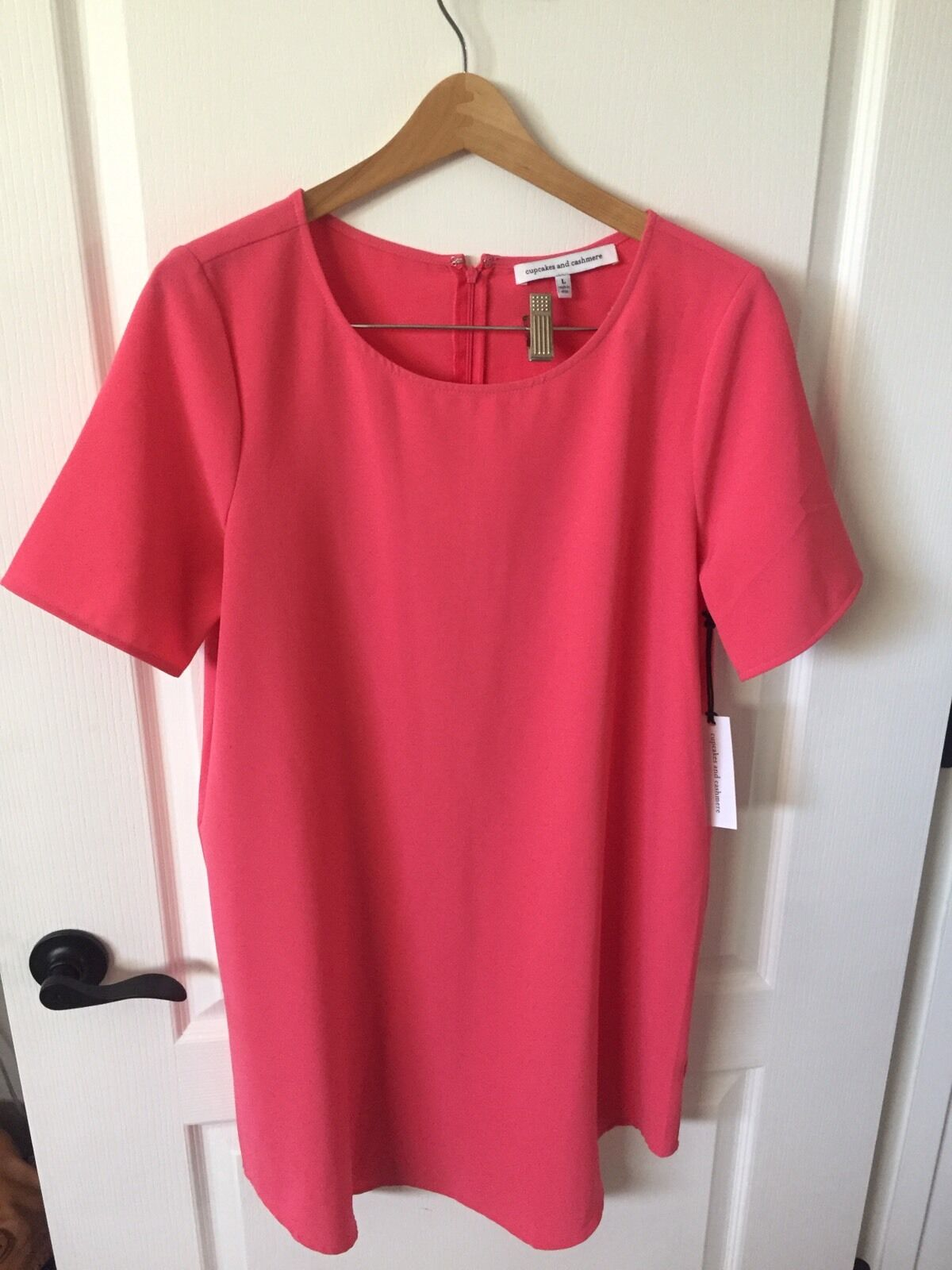 CUPCAKES CUPCAKES CUPCAKES AND CASHMERE 'Magnolia' Shift Dress- Coral- Large 3e7a73
