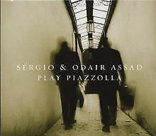 Sergio & Odair Assad play Piazzolla von Sergio & Odair Assad | CD | Zustand gut