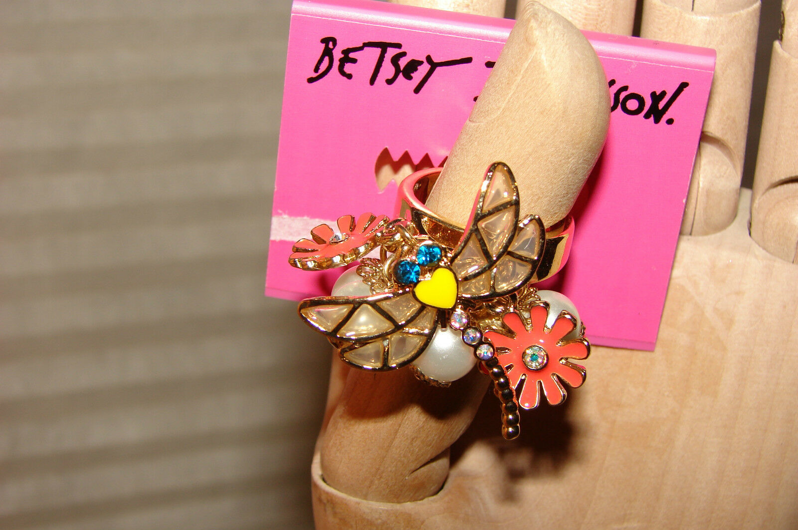 BETSEY JOHNSON RING DRAGONFLY SIZE 7 NWT SO PRETTY  EXTREMELY RARE & HTF